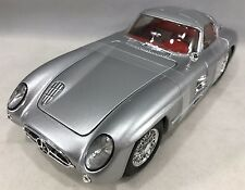 "Maisto - 36898 - Mercedes-Benz 300 SLR ""Uhlenhaut Coupe"" Scale 1:18 - Silver"