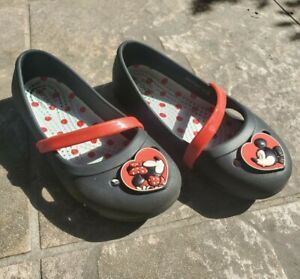 Girls CROCS Black & Red Minnie Mouse & Mickey Mouse Kissing LINA Flats Size 10