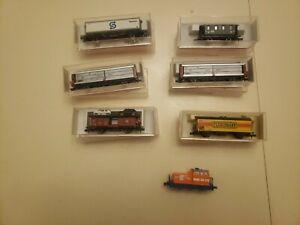 7 Pc Fleischmann Train Lot 1 Locomotive, 1 Passenger Car, 1 Hauling Cars, 4 Misc