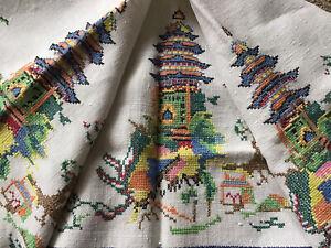 Striking Vintage Hand Embroidered Linen Tablecloth &6 Napkins