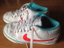 STUNNING - GIRLS TRAINERS - NIKE TRAINERS - WHITE - UK SIZE:  4 - EX CONDITION
