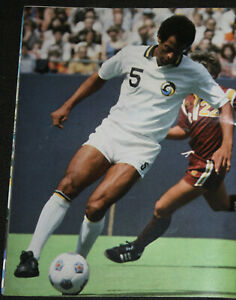 FOOTBALL SOCCER POSTER NEW YORK COSMOS CARLOS ALBERTO BRAZIL 1975-77