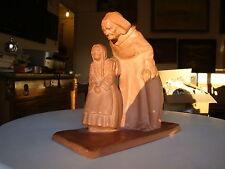 """signée Yvon Roy , jolie terre cuite ,""""grand-mère bretonne et sa petite fille"""""""