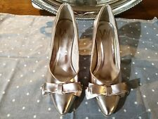 Stunning Metallic Gold Patent Heels Courts Shoes Ladies Size 37 (UK4) Bow Front