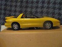 6820 AMT Ertl 1993 Dealer Promo Car 1993 Pontiac Firebird - Yellow 1/25 scale
