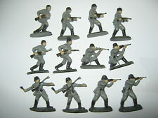 Airfix or similar copies German soldiers 12 in 5 poses in vg condition 1/35