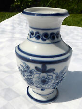 CONTINENTAL BLUE AND WHITE 12.5cm   vase crossed swords to base