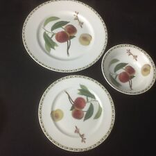 QUEENS ROYAL HORTICULTURAL SOCIETY HOOKERS FRUIT  Peach plates, bowl