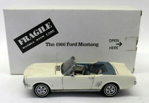 Danbury Mint 1/24 Scale Diecast - DMMUS 1966 Ford Mustang Convertible White