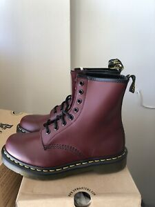 Dr Martens 1460 womans smooth leather lace up boots size 7 Cherry Red