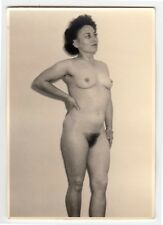 MATURE WIFE POSING NUDE FOR HUSBAND / AKTFOTO * Vintage 1950s Photo #1