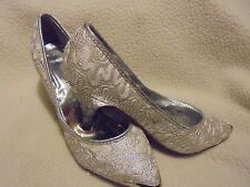 BRIDAL/PROM/SPECIAL OCCASION SHOES-SIZE 8- WHITE WITH SILVER..WORN ONCE..B-99