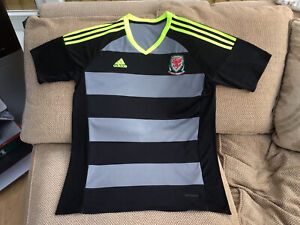 Adidas Wales Away Football Shirt Season 2016-17 Size Large In Great Condition