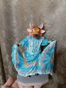""" COW PARADE "" Figurine,  VACA FOLKLORICO Retired  Rare # 7710 Vintage Surreal"
