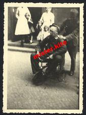 Krankenschwester-Schwester-nurse-infirmière-verpleegster-Wehrmacht auf Dreirad-4