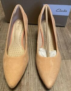 CLARKS LINVALE JERICA WOMENS LIGHT CORAL SUEDE KITTEN HEEL COURT SHOES RRP £50