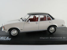 IXO #20 Opel Rekord D 2,1 Limousine (1973) in weiß/schwarz 1:43 NEU/PC-Vitrine