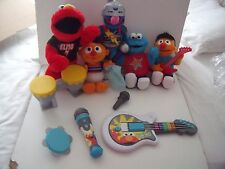 Elmo's Rock Band, Cookie Monster, Ernie hablando de juguetes-Muppet Show/Sesame St