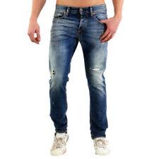 Abbigliamento da uomo blu prodotta in Romania