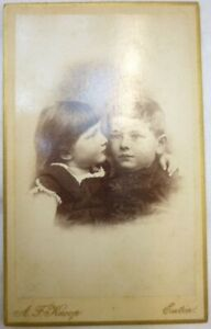62. CdV Sich umarmende Kinder Fotograf Knoop Eutin um 1870 - 1890