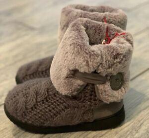 Dearfoams Womens Small 5/6 Excalibur Two Tone Gray Slipper Boots Rubber Soles