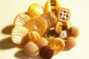 18 vintage (unused) mixed caramel glass buttons/iridescent/gold lustred