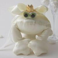 Wedding Ring Bearer Frog - Beautiful and unique Ivory Ring Cushion Ring Pillow