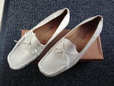 Ladies Clarks loafers off white size 7 excellent