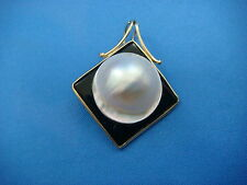 14K ONYX AND MABE PEARL PENDANT - ENHANCED 5.8 GRAMS 1.1 INCHES LONG