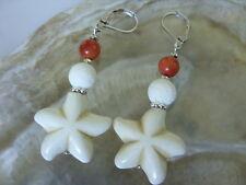 Creme weiße Howlith Seestern Ohrringe m.rote & weiße Koralle Brisuren rhodiniert