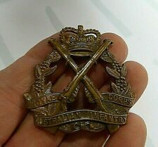 ROYAL AUSTRALIAN INFANTRY CORPS HAT  BADGE SWANN AND HUDSON 1953-60  PERIOD