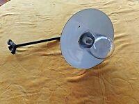 Ancienne lampe col de cygne/applique de cour vintage-tôle émaillée-globe indus