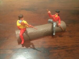 """Timpo Trappers -  """"Escaping on a Log"""" - Raccoon/ Fur Hats - Toy Soldiers - 1970s"""