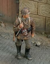 Royal Model 1/35 Waffen-SS Soldier in the Battle of the Bulge Ardennes WWII 196