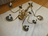 VINTAGE BRASS COLONIAL AMERICANA STYLE CEILING FIXTURE LIGHT CHANDELIER 6 ARMS