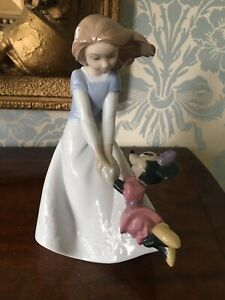NAO BY LLADRO DISNEY COLLECTION FRIENDS WITH MINNIE MOUSE 1643 (DAMAGED)