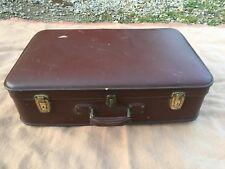 ancienne grande valise vendue avec 2 clefs, carton marqué fibre Adamas