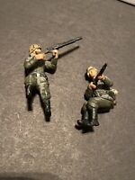 Forces Of Valor 1:32 Army Soldiers Men Armed Battle Ready Lot Of 2
