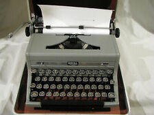 Vintage ROYAL QUIET DELUXE PORTABLE TYPEWRITER - IN CASE