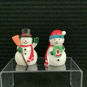 """Pair Of 3"""" Plastic Snowman Couple Salt & Pepper Shakers Christmas Collectibles"""