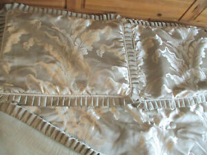 Queen Size Comforter and Pillow Shams Light Green w/ Ivory Pattern