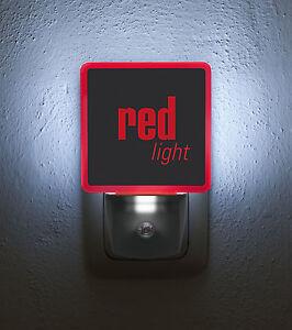 "Nachtlicht / Nightlight ""red light"" LED-Steckdosenlampe mit Tag-/Nachtsensor"