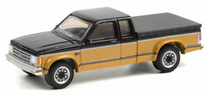 GREENLIGHT 1990 CHEVY S10 TAHOE WITH TONNEAU COVER  [PRESALE]