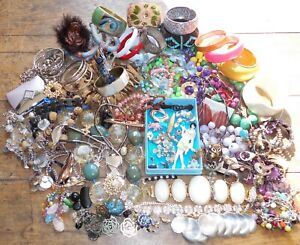 HUGE LOT of VINTAGE & Retro Modern JEWELLERY, Bangles Brooches + Over 3kg!