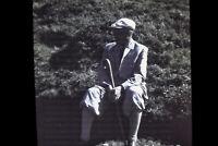 Doppelglas Farb-Dia, Rastender Wanderer, Diapositiv um 1940