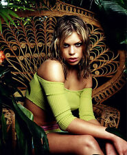 Billie Piper UNSIGNED photo - D2030 - GORGEOUS!!!!!