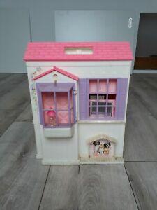 Barbie Traumhaus / Kofferhaus 3 Zimmer mit teils integrierten Möbeln Gebraucht