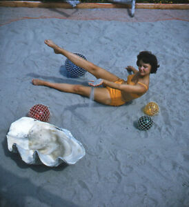 Vintage Stereo Realist Photo 3D Stereoscopic Slide PINUP Swimsuit Sand Clamshell