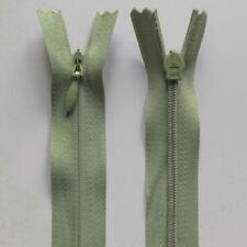 Cerniere verde per l'hobby del cucito