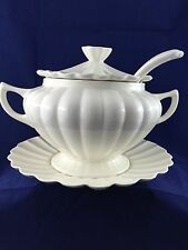 4-pc California USA Pottery 10-12 Cup Soup Tureen Plate Lid Spoon C609 Eggshell